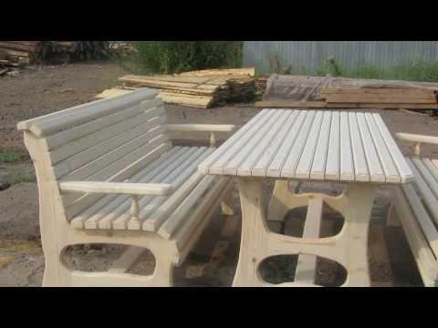 Деревянные столы и лавки