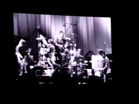 Pearl Jam with Ben Harper at Austin City Limits 2009 - Red Mosquito (clip)