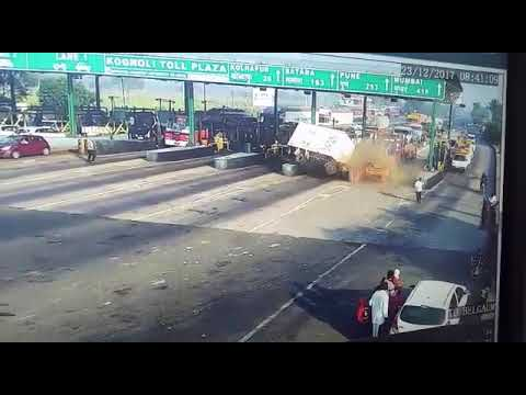 Puna Bangalore rod NH 4 live accident in kognoli tol plaza 23/12/2017