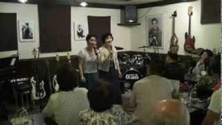 レイカシスターズがライブで歌う「学生時代」。