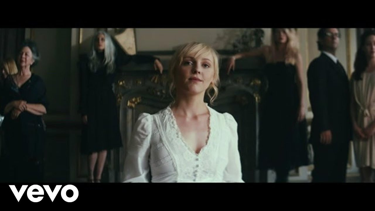 If You Like Joni Mitchell… You'll Love Laura Marling | uDiscover