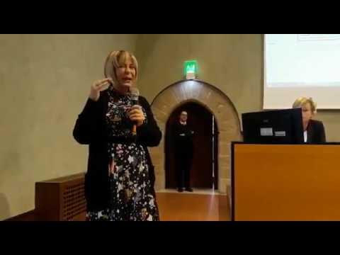 Marcella Cannariato Dragotto interviene all'incontro con il giornalista Pino Aprile