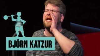 Björn Katzur – Ein Hase, der Hühnern ihre Eier wegnimmt, gehört nicht verehrt, sondern eingewiesen