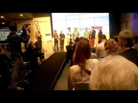 Preisverleihung von Projekt Werner beim NeueNähe-Hackathon in Berlin