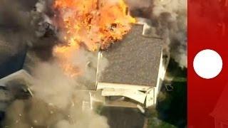 Видео: взрыв и пожар в жилом доме в США(Домашняя ссора между отцом и сыном в Нью-Гемпшире привела к перестрелке, которая закончилась сильным пожар..., 2014-05-13T11:04:34.000Z)