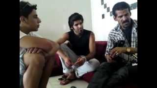 جلسة مع علي بحر في صلالة..يغني و يحكي عن اولاده