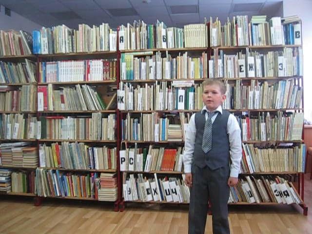 Изображение предпросмотра прочтения – ИванЧернов читает произведение «Майор привёз мальчишку на лафете» К.М.Симонова