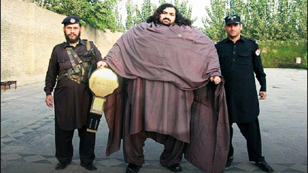 أقوى 12 رجل في العالم.. أجسامهم ضخمة لن تصدق وجودهم !