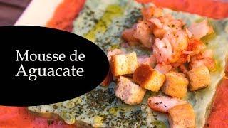 Mousse de aguacate con salsa de tomate y langostinos