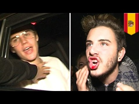 Justin Bieber punches Barcelona fan in the face for being too handsy - TomoNews