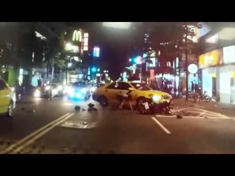 台灣計程車司機幾乎都是垃圾!(轉彎車未依規定禮讓直行車)