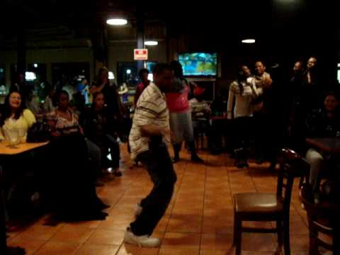 LaMaRcUs ( nUbIa KaRaOkE) Dancing Single Ladies