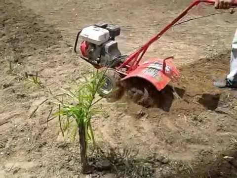Rc construcciones nivelaci n de terreno para cesped youtube - Maquinas de jardin ...