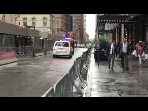 2 UNITED STATES SECRET SERVICE UNITS CONDUCT SECURITY SWEEP IN ANTICIPATION OF OBAMA