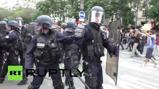 Tear gas, multiple arrests at anti-labor reform rally in Paris(Police have deployed tear gas against a stone throwing mob in Paris as thousands came to vent their frustration with proposed labor reform, media reported., 2016-06-29T01:53:19.000Z)