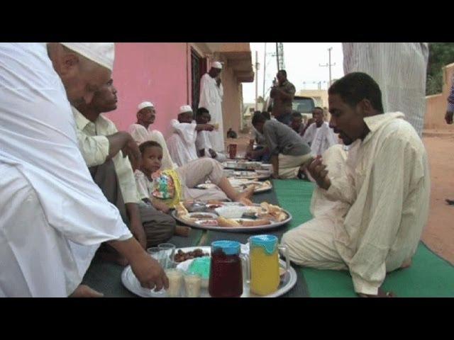 رمضان في السودان أطباق متنوعة وإفطار جماعي Youtube