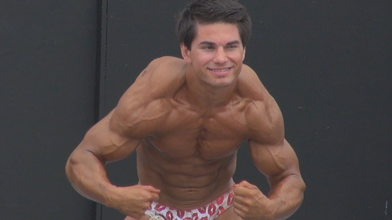 Teen Bodybuilder Zane Kalavesis At Muscle Beach On Labor