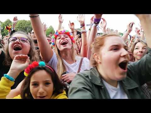 VIDEO. Main Square Festival : quand une jeune fan de Bigflo & Oli colle un vent au chanteur de Bring Me The Horizon - - France 3 Hauts-de-France