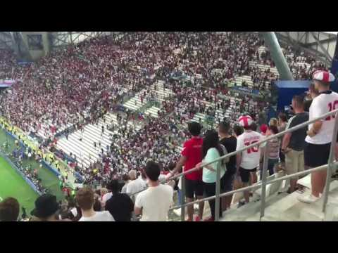 Hinchas rusos e ingleses se enfrentaron en las tribunas