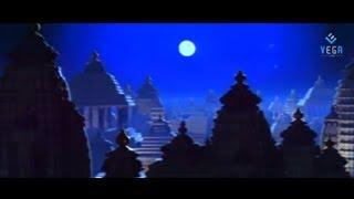 Video Venkatesh's Devi Putrudu Movie Introduction Scene - Soundarya, Anjali Zaveri download MP3, 3GP, MP4, WEBM, AVI, FLV November 2017
