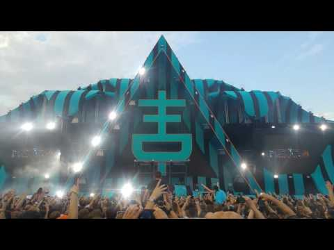 HARDWELL intro and Hardwell and W&W - Live The Night @TheFlyingDutch in 4K!!