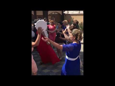 Веселая армянская свадьба в Ереване / Танец у дома невесты / Подарки для невесты армяне