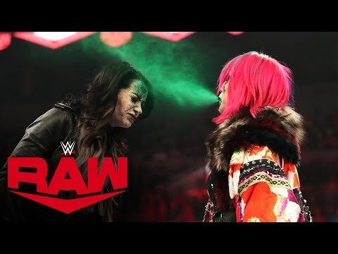 Asuka blasts Paige with green mist in ruthless attack: Raw, Oct. 28, 2019