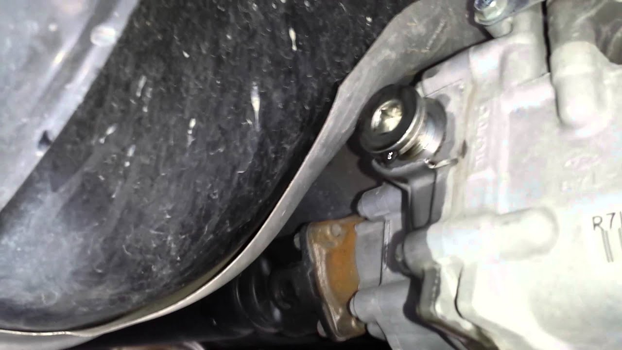2012 Honda CR-V differential fluid change - YouTube