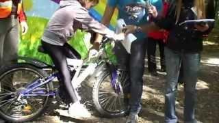 Как правильно сидеть на велосипеде? Высота посадки.(Узнай как правильно проходить повороты на велосипеде: http://www.youtube.com/watch?v=G5_yNdofclA Чем полезен велосипед: http://www...., 2013-01-31T12:42:48.000Z)