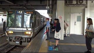 滋賀県エリアでよく聞く列車接近メロディで米原駅に到着する琵琶湖線下り223系