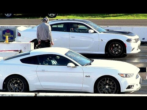 New 2017 Mustang GT vs Hellcat Charger-modern muscle drag race