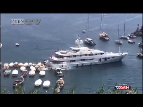 Portofino YACHT VS little boat