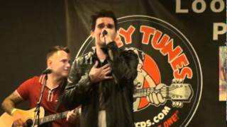 rare acoustic show at Looney Tunes 9-22-11 I'm drunk off your kiss ...