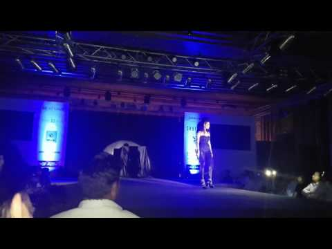 Akshay kumar's entry in a fashion show in bangalore
