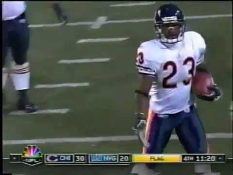 Devin Hester Returns A Missed FG