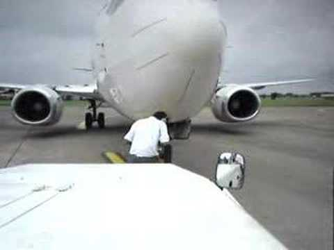 BOEING 737-300 PUSH BACK AND START UP