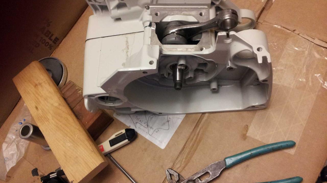 Huztl FarmerTec Chainsaw Workshop Build Series - MS660 Simple Crankcase  Assembly