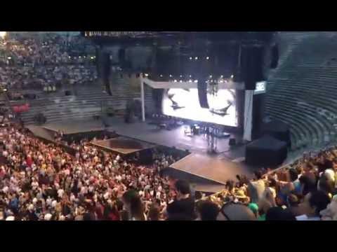 Adele - Hello (live Arena di Verona 28.05.16 - night 1)