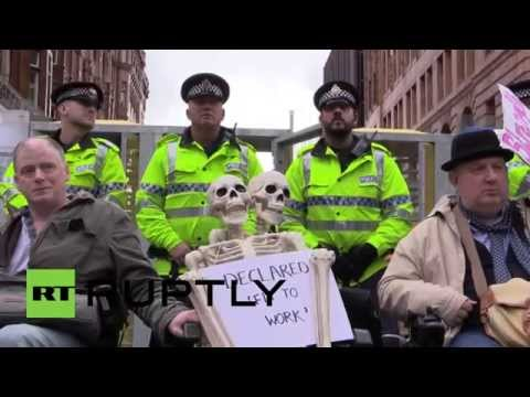 UK: Police snipers take aim at protesters outside Tory conference in Manchester