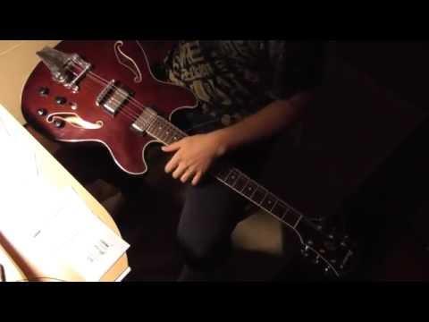 Changing strings on a guitar (Binaural ASMR / crinkling / no speaking / intentional)