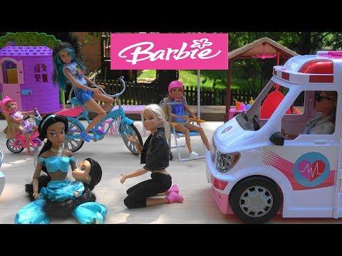 Barbie and Princess Jasmine Bike Ride Accident with Barbie Dream House and Barbie Ambulance