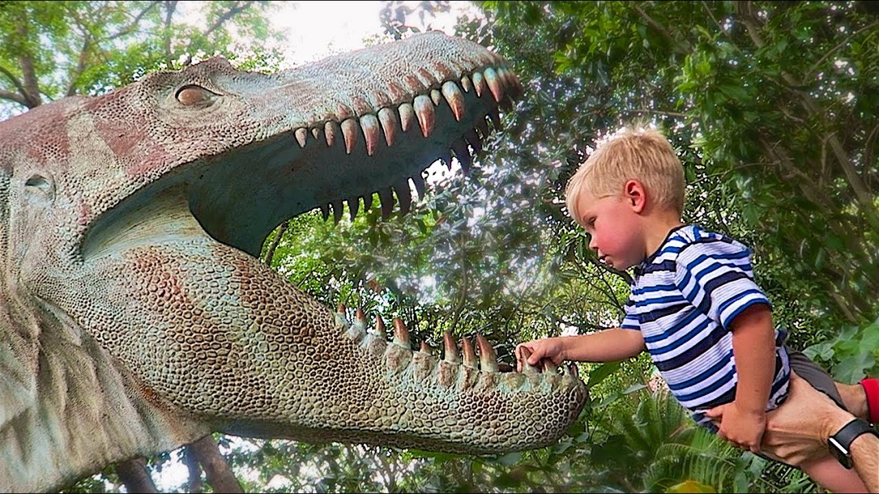 DINOSAUR MEETS A TODDLER! - YouTube