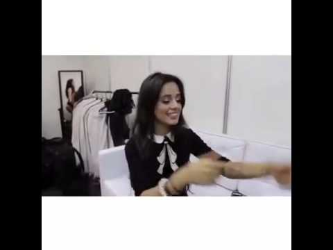 Camila Cabello cantando Ai se eu te pego