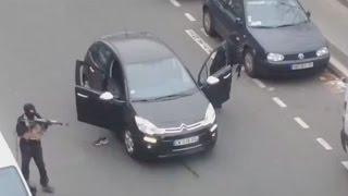 Parigi, attacco islamico contro la redazione Charlie Hebdo. 12 morti, 5 feriti thumbnail