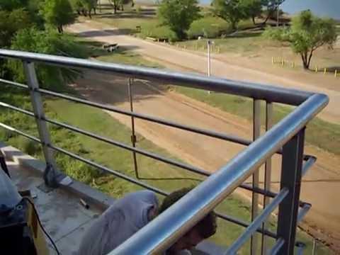 Herreria besson colocando balcones de acero inoxidable for Modelos de balcones modernos para casas