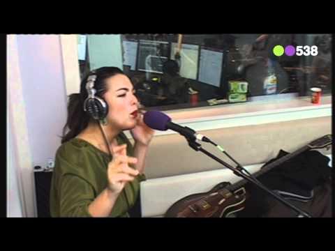 Radio 538: Caro Emerald - Riviera Life (Live bij Evers Staat Op)