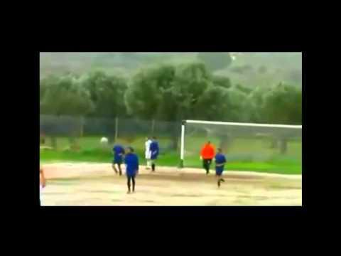Unlucky Greek Striker hits post four times... No Goal! - Egeas Plomariou vs. Papanikolis