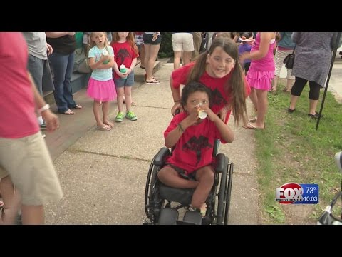 Community rallies behind 6-year-old after double amputation