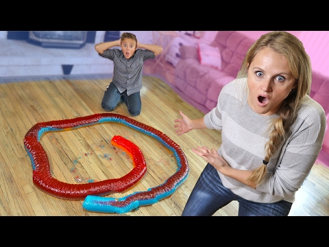 Thumbnail: 20 Foot Giant Gummy Snake Challenge DIY Giant Gummy Worm Candy!!