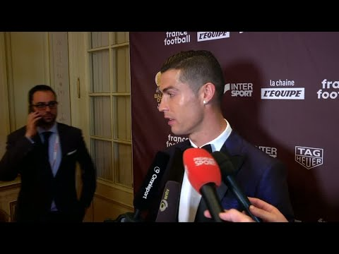 رونالدو: استمتعوا مثلي بكرة القدم  - 17:23-2017 / 12 / 8